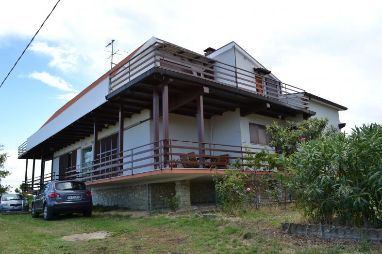 Vendita San costanzo  - Mq. 140 Bagni.2 Locali.7 - euro 190000