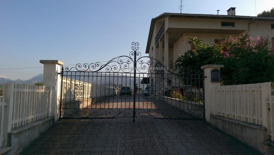 Vendita Cagli  - Mq. 260 Bagni.2 Locali.0 - 300000