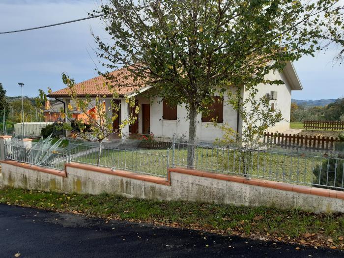 Vendita San costanzo  - Mq. 230 Bagni.2 Locali.6 - euro 270000