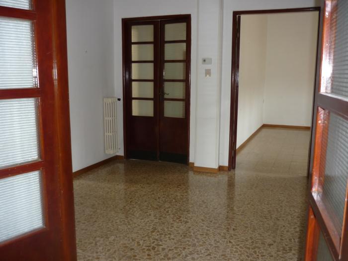 Affitto   - Mq. 140 Bagni. Locali. - euro 750