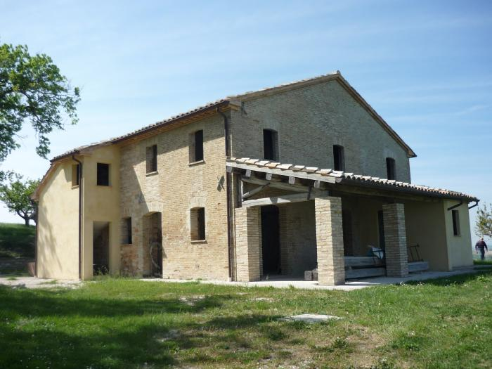 Affitto Arcevia  - Mq. 300 Bagni. Locali. - 495000