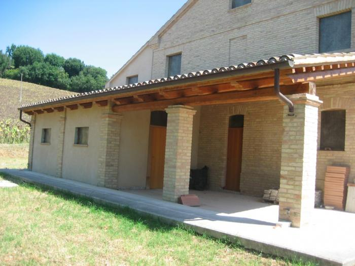 Casale rustico in vendita a ripe 295000 rif c71 v for Piani di campagna bassa con garage indipendente