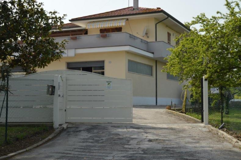 Vendita Senigallia  - Mq. 380 Bagni.3 Locali.15 - euro 540000