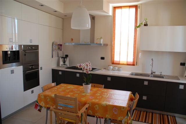 Vendita Senigallia  - Mq. 260 Bagni.3 Locali.10 - euro 395000