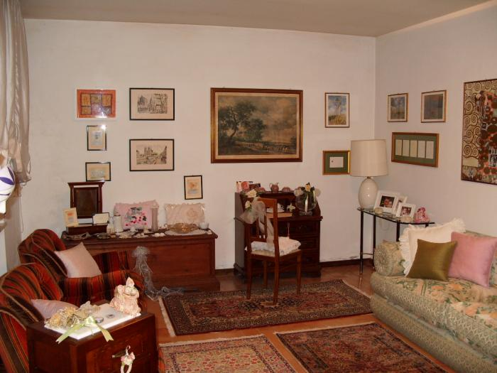 Vendita Senigallia  - Mq. 300 Bagni.3 Locali.10 - euro 450000