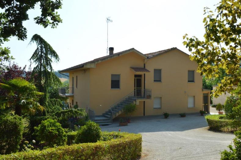 Vendita Ostra  - Mq. 240 Bagni.2 Locali.10 - euro 320000