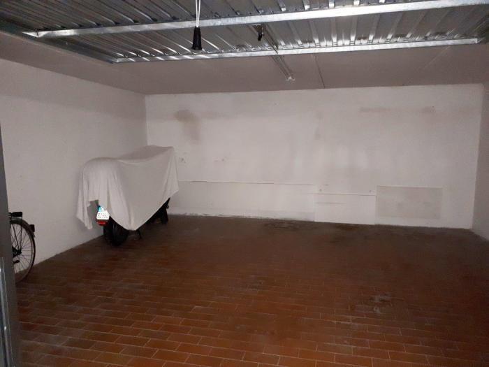 garage / parking space