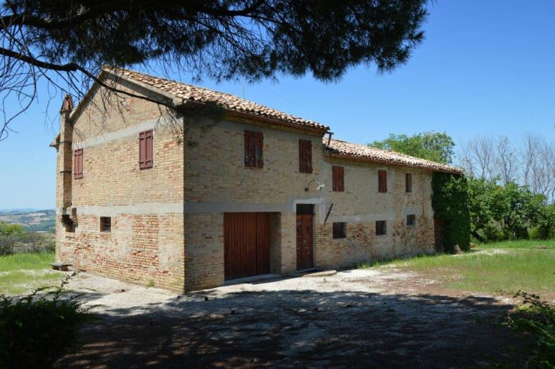 Vendita Corinaldo  - Mq. 360 Bagni.0 Locali.0 - euro 135000