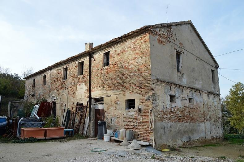Vendita Trecastelli  - Mq. 360 Bagni.4 Locali.10 - euro 185000
