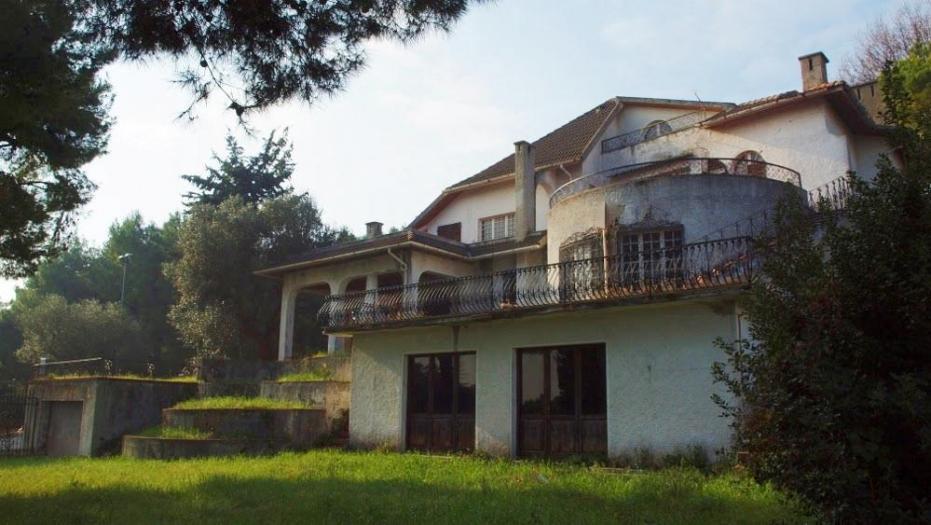 Vendita Loreto  - Mq. 460 Bagni.5 Locali.20 - euro 10
