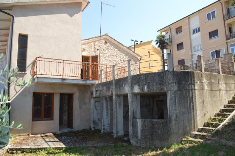 Vendita Fratte rosa  - Mq. 100 Bagni.1 Locali.5 - euro 55000