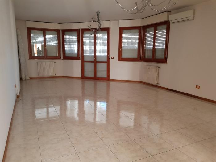 Vendita Senigallia Appartamento  - Mq. 110 Bagni.2 Locali.4 - euro 250000