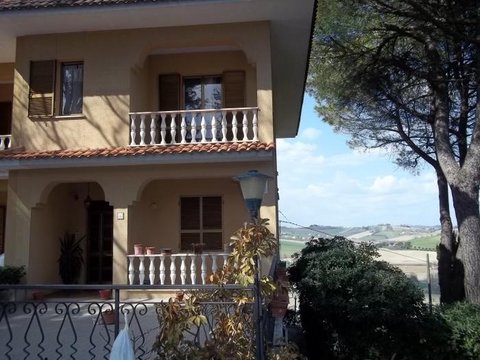 Vendita Ostra Villetta a schiera - Mq. 120 Bagni.2 Locali.0 - euro 130000