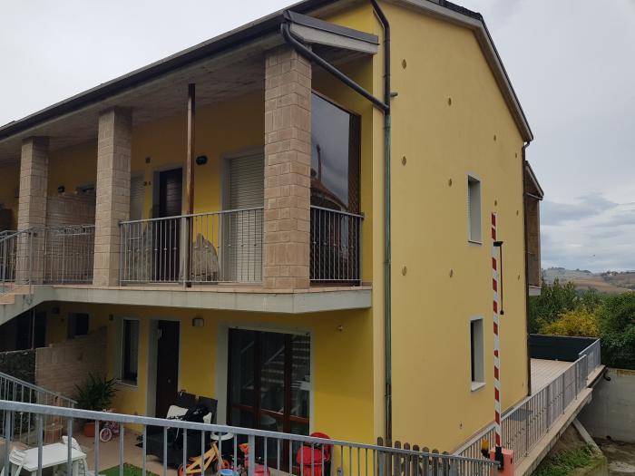 Vendita Ostra Trilocale senza condominio - Mq. 76 Bagni.2 Locali.3 - euro 115000